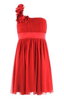 Une robe de soirée rouge pour des fêtes de fin dannée flamboyantes ...