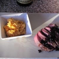 Plat de fête : Magret de canard, compotée d'oignon rouge au balsamique - Purée relevée au chorizo.