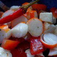 Salade d'été, fraiche et relevée. (Feta, surimi, tomate and cie)
