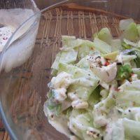 Salade de concombre, avocat et feta.