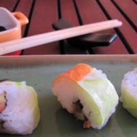 Maki inversé : saumon, surimi, avocat