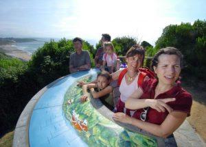 Tourisme en famille sur la côte basque.