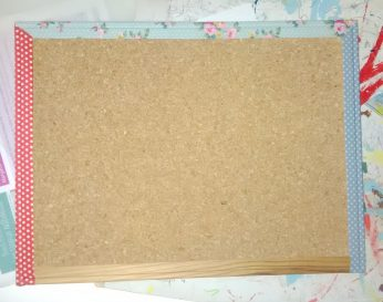 Un panneau en li ge customis avec du tissu adh sif so what - Panneau en liege ...