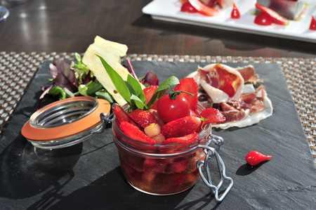 Tartare de fraises et tomates