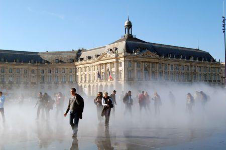 XDSC_7643-Effet-brouillard-Miroir-d-eau-quai-de-la-Gironde © Pline
