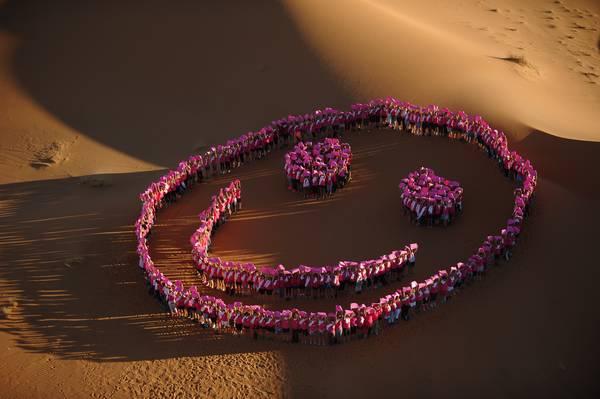 Un smiley dans le désert contre le cancer du sein