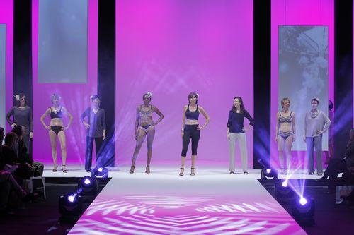 Défilé Amoena  femmes opérées du sein - salon de la lingerie Paris