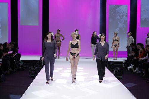 Défilé Amoena  femmes opérées du sein - salon de la lingerie Paris 2