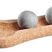 Se masser les pieds avec les pierres de stéatite