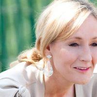 Une série adaptée des romans policiers de J.K. Rowling