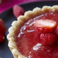 Tartelettes confiture de fraises et pralines roses