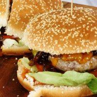 Cheeseburger et son ketchup aux fraises