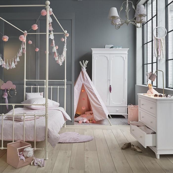 Tendance déco : living coral, gris et blanc dans la chambre d\'enfant ...