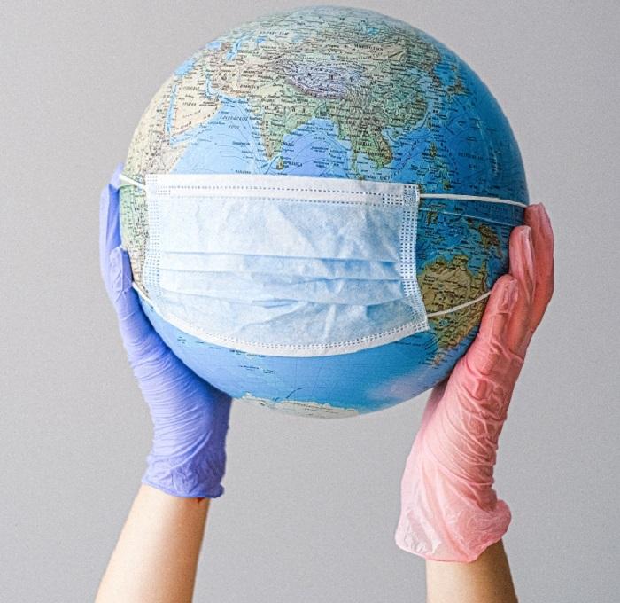 La Terre porte un masque à cause de la pollution