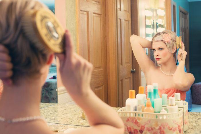 pensées positives devant le miroir